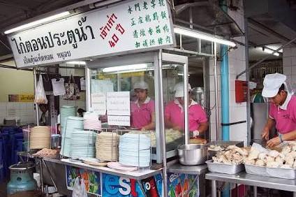 バンコク-人気のカオマンガイ-ピンク-ガイトーン-19