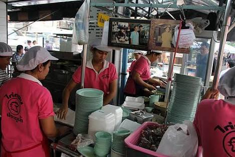 バンコク-人気のカオマンガイ-ピンク-ガイトーン-17