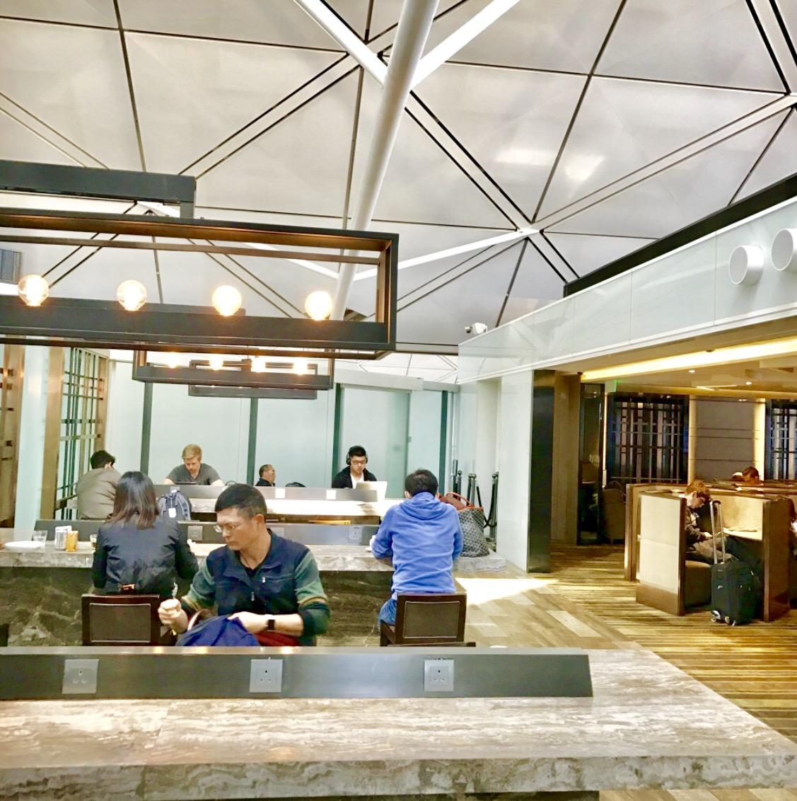 香港空港-ラウンジ-PLAZA PREMIUM-11