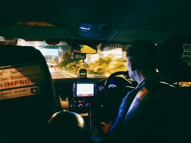 シンガポール-タクシー-空港-市内オーチャード-マリーナベイサンズ-料金-時間-早朝