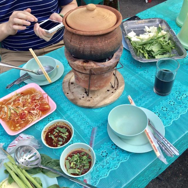 ルンピニー公園-バンコク-無料-イサーン料理