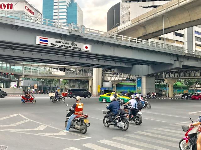 バンコク-シーロム-交差点