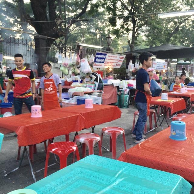 ルンピニー公園-バンコク-無料-観光スポット-イサーン料理