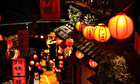 20160302185458-spirited-away-jiufen-taiwan-chinese-lanterns-night