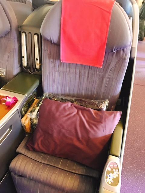 タイ航空-ビジネスクラス-機内食-シート