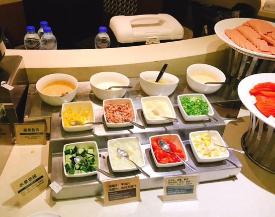 上海-ビジネス-ラウンジ-ANA-浦東国際空港-食事