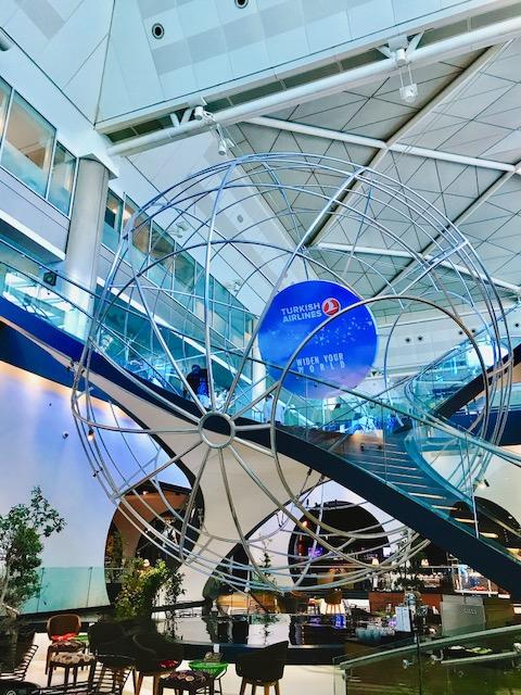 豪華-空港-ラウンジ-イスタンブール-トルコ航空-ビジネスラウンジ-世界一-1