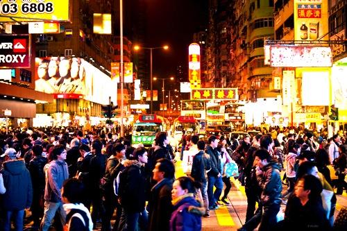 香港-繁華街-ナイトマーケット-モンコック-2