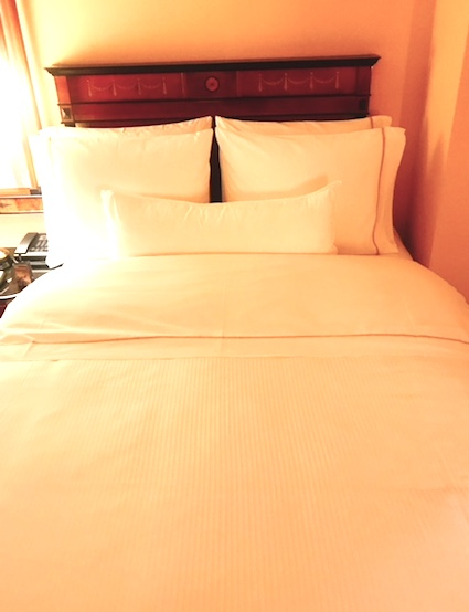 ウェスティン東京-スイート-ホテル-ベッド